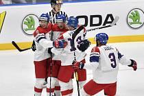 Čeští hokejisté se radují z prvního gólu proti Švédům. Zleva David Sklenička, Dominik Kubalík, autor branky Jakub Vrána a Radko Gudas