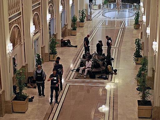Hrstka ozbrojenců drží v hotelu Rixos několik zahraničních novinářů