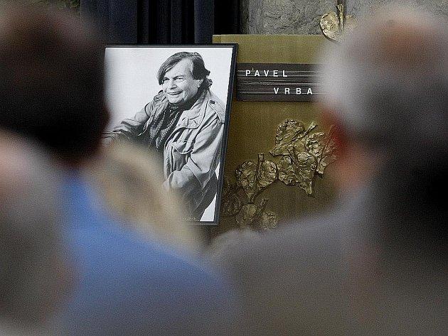 Lidé se přišli 15. září do strašnického krematoria v Praze naposledy rozloučit s textařem Pavlem Vrbou.