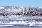 V Arktidě žije přibližně 150 000 lidí. Většinou se jedná o původní obyvatele, rozeseti jsou po ostrovech u Aljašky a Kanady a v Grónsku.