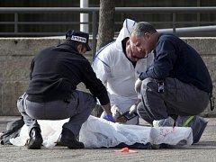 Izraelští policisté dnes v Jeruzalémě zastřelili Palestince z východní části města, který na ně zaútočil nožem.