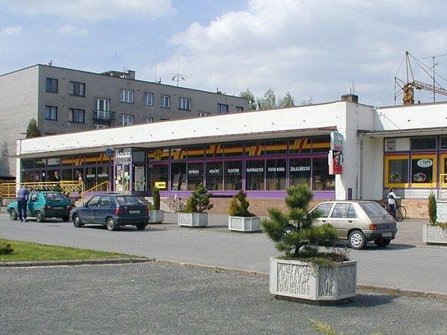 Tak vypadají nákupní možnosti obyvatel ve Ždírci nad Doubravou. Není divu, že zákazníci touží po moderním supermarketu.