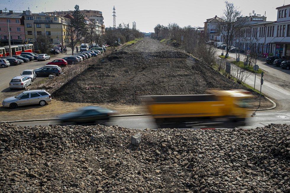 Přes ulici V Korytech vyroste nová lávka. Připravované jsou i další dvě - u nové železniční zastávky Edenu a přes Průběžnou ulici