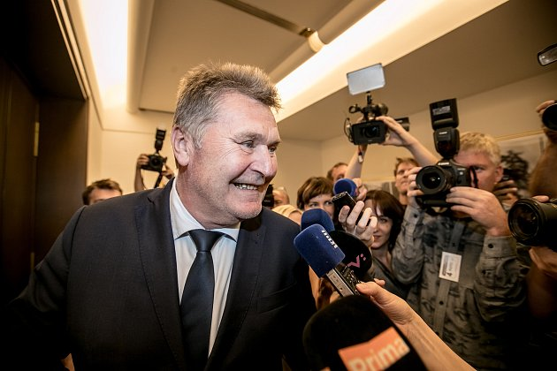 Členové mandátového a imunitního výboru Sněmovny rozhodovali 30. srpna v Praze, zda zda doporučí sněmovně, aby zbavila imunity poslance Andreje Babiše a Jaroslava Faltýnka. Na snímku František Petrtýl.