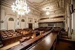 Rekonstruovaný hlavní sál Poslanecké sněmovny před prvním zasedání po volbách 15. listopadu v Praze.