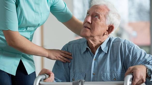 Péče o seniory. Ilustrační snímek