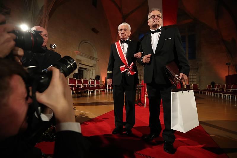 Předávání státních vyznamenání 28. října na Pražském hradě. Emil Boček.