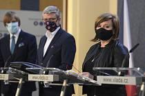 Zleva ministr zdravotnictví Adam Vojtěch (za ANO), ministr průmyslu a obchodu a ministr dopravy Karel Havlíček (za ANO) a ministryně financí Alena Schillerová (za ANO)