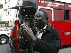 Opoziční vůdce Morgan Tsvangirai obviňuje prezidenta Mugabeho, že organizuje útoky na jeho stoupence.