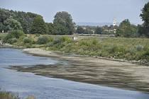 Vyschlé koryto řeky Moravy 23. srpna 2018 u Lanžhota na Břeclavsku.