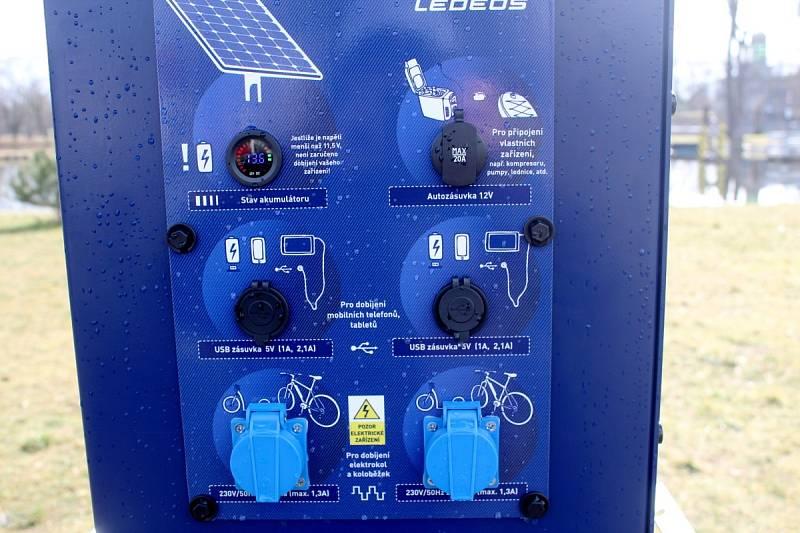 Nabíječka na elektrokola u cyklostezky