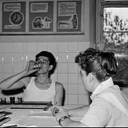 První záchytná stanice v Československu byla otevřena v roce 1951 v budově u pražského kostela sv. Apolináře, v níž již od roku 1948 fungovala protialkoholní léčebna