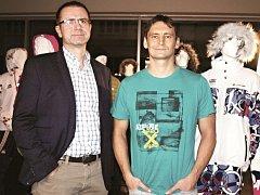 Majitel Alpine Pro Václav Hrbek (vpravo) se spolu s ředitelem Ivanem Vodičkou shodují na tom, že vrcholoví sportovci prověří jejich oblečení.