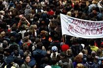 Příznivci pražského klubu Rock Café se sešli na happeningu na jeho podporu 5. května 2009 na Národní třídě.