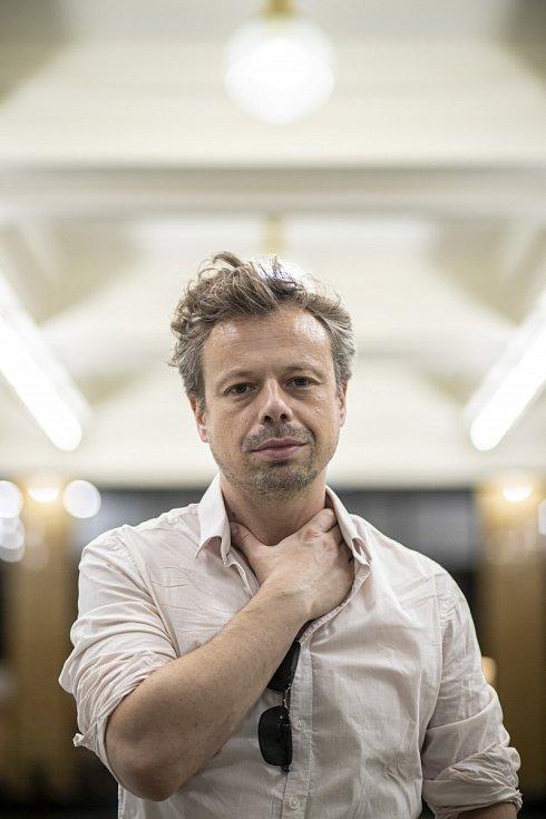 Viktor Dvořák se objevil v několika televizních seriálech (Redakce, Kriminálka Anděl, Ordinace v růžové zahradě, Drazí sousedé) a filmech (Zemský ráj to na pohled, Pražské orgie).