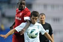 Ondřej Kúdela z FK Mladá Boleslav (vlevo) a franco Teixeira Donelas z Twente Enschede.