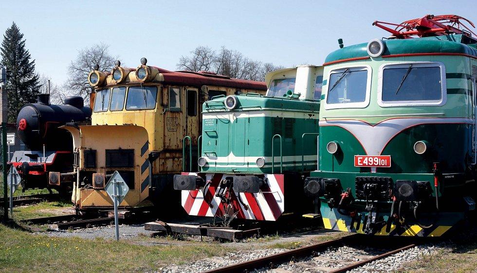 Lokomotivy v železničním muzeu na bývalém nádraží v Lužné u Rakovníka už čekají na kolejích na první návštěvníky