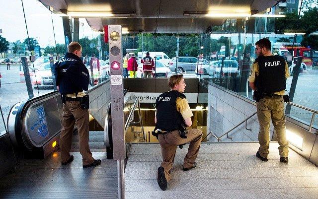 Mnichovské nákupní centrum Olympia zasáhla střelba.