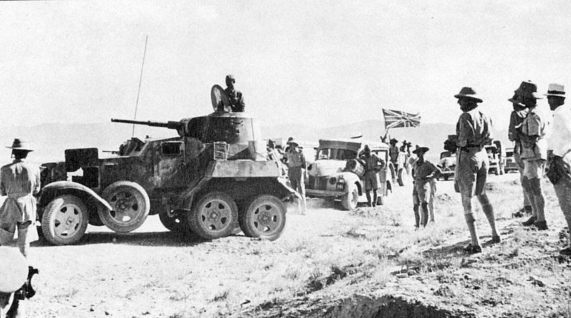 Sovětský obrněný automobil BA-10 v čele britského zásobovacího konvoje v Íránu