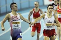 Jakub Holuša (vlevo) na halovém mistrovství světa v Istanbulu.