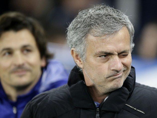 Nespokojený kouč Jose Mourinho. Jeho Chelsea vypadla v Lize mistrů už v osmifinále s Paris St. Germain.