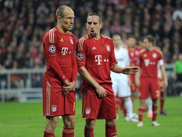 Hvězdy Bayernu Mnichov Arjen Robben (vlevo) a Franck Ribéry.
