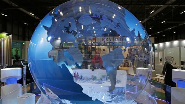 Model zeměkoule ve vstupní hale madridské konference o klimatu