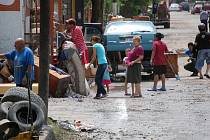 Mimořádně silné přívalové deště, které koncem týdne zasáhly sever Mexika, připravily o střechu nad hlavou 40.000 lidí ve městě Piedras Negras a vyžádaly si nejméně jedno úmrtí.