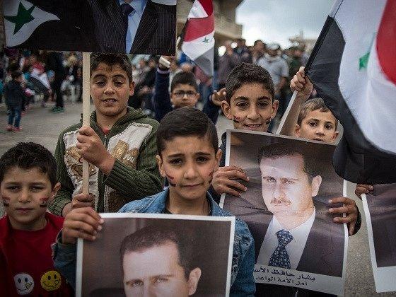 Prezidentské volby v Sýrii mají potvrdit ve funkci dosavadní hlavu státu Bašára Asada.
