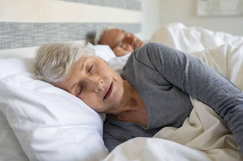 Velké problémy snespavostí vycházejí často zpracovního přetížení nebo složitých rodinných vztahů, kdy vzniká vnitřní neklid.