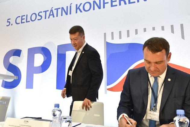 Předseda hnutí Svoboda a přímá demokracie (SPD) Tomio Okamura (vlevo) a místopředseda Radim Fiala 14. července 2018 v Praze na celostátní volební konferenci hnutí