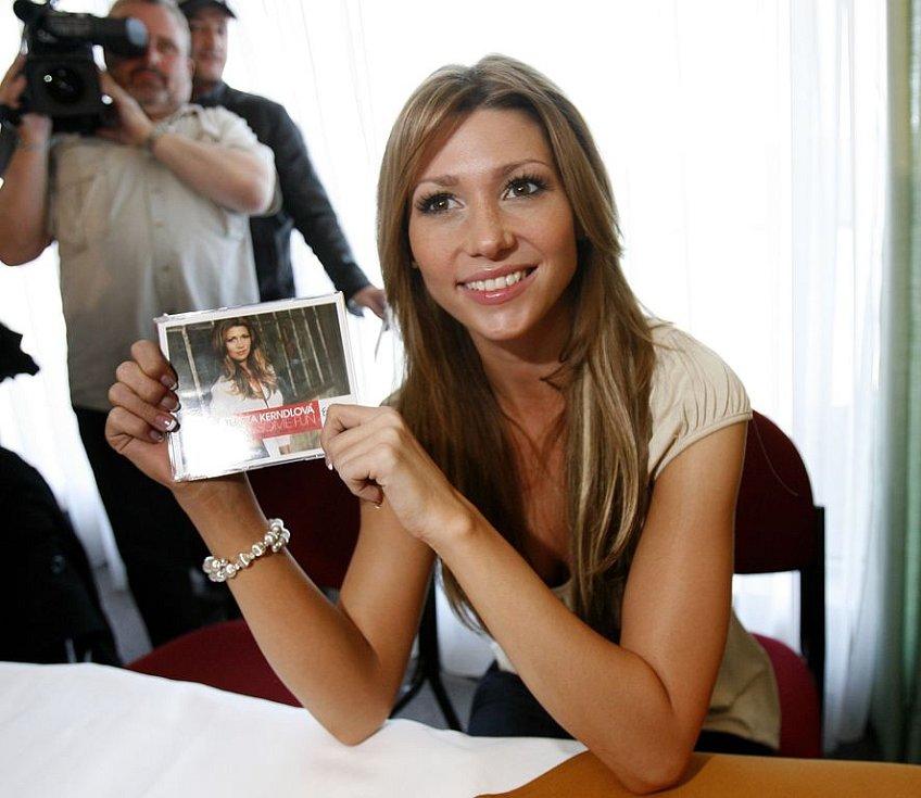 Během tiskové konferen nešetřila Tereza Kerndlová úsměvy...