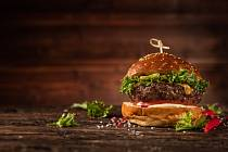 Hamburger zhovězího na grilu