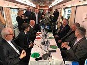 Ze setkání prezidentských kandidátů ve vlaku