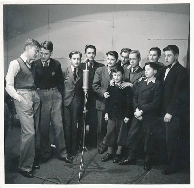 Jiří Navrátil (druhý zleva) na archivním snímku