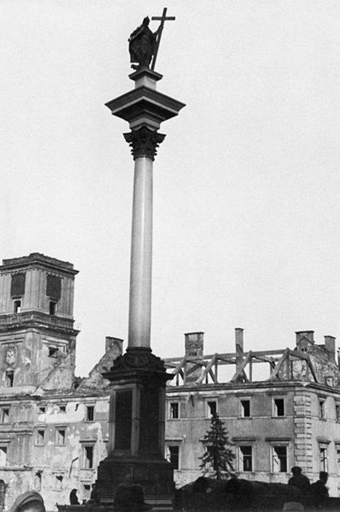 Němci zničili během bojů čtvrtinu Varšavy, další část rozbořili na zvláštní rozkaz po porážce povstání