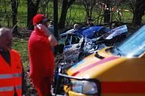 Vůz Mitsubishi vlétl do skupinky diváků a tři z nich zabil.