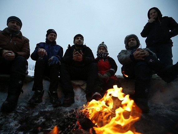 Na ostrově Seiland, který bývá v zimním období obvykle pustý, nyní zní smích a křik sáňkujících afghánských dětí.