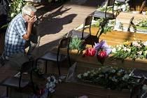 V italském Ascoli Piceno se dnes koná státní pohřeb 35 obětí středečního zemětřesení, při kterém přišlo o život nejméně 290 lidí.