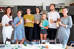 Sousedská slavnost u příležitosti zprovoznění nové komunitní lednice na Kotlasce