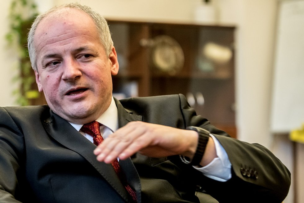 Náměstek pro zdravotní péči na ministerstvu zdravotnictví Roman Prymula poskytl 20. dubna v Praze rozhovor Deníku.
