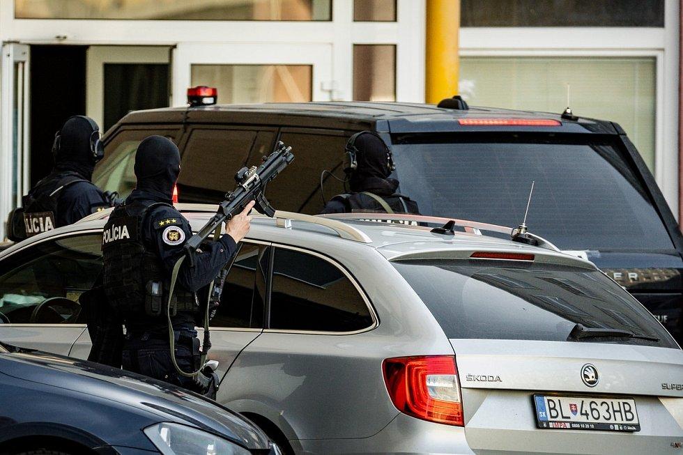 Razie na Slovensku. Policisté zadrželi své bývalé vysoké představitele.