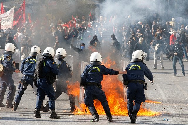 Generálnín stávka v roce 2015 se neobešla bez ostrých střetů policie s demonstranty.