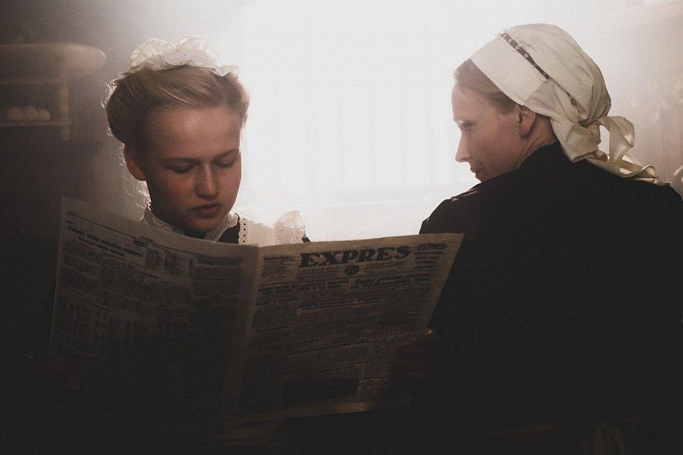 Film Služka. Dana Droppová a Anna Geislerová.