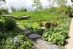 I majitel rodinné zahrady může zlepšit klima svého domova a přispět ke snížení problémů se suchem a povodněmi.