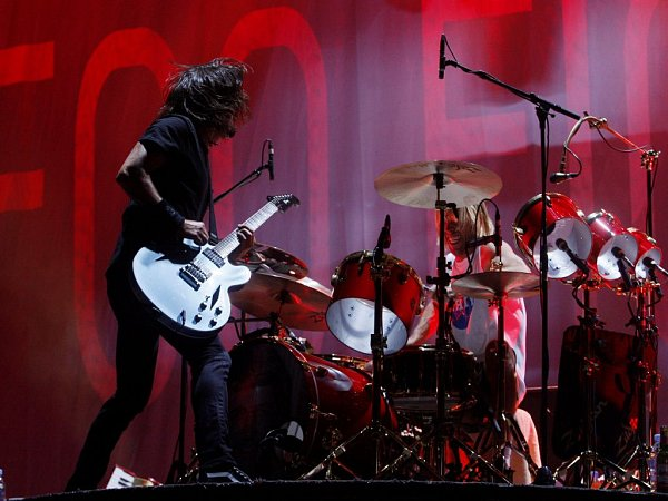 Americká kapela Foo Fighters vystoupila 15.srpna vpražské O2 Areně.