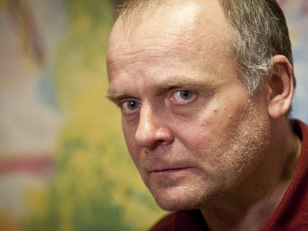 Pravda nebo mystifikace? Ví to Igor Bareš Herec se ve čtvrtek představí v roli moderátora nového zábavného pořadu České televize Copak bych vám lhal?