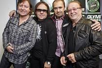 Zleva: Milan Broum, baskytara a sbory, Jiří Valenta, klávesy, Martin Vajgl, bicí a sbory, a Petr Janda, kytara a zpěv.