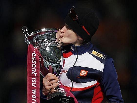 Martina Sáblíková se svojí oblíbenou trofejí.