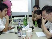 Příbuzní unesených Korejců čekají na zprávy z Afghánistánu. Nejsou pro ně povzbudivé.